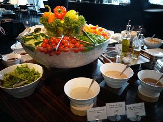 三井ガーデンホテル銀座プレミア 新鮮な野菜が好評な、16階「sky」でお召し上がりいただく朝食