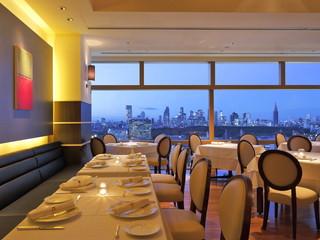 渋谷エクセルホテル東急 最上階のフレンチレストラン。眺望はもうひとつのご馳走