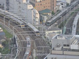 小田急ホテルセンチュリーサザンタワー コーナーダブルからは、JR線が交差するトレインビューがお楽しみいただけます
