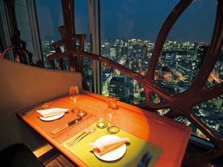東京ドームホテル ホテル最上階に位置する、サウンドステージ&ダイニング「アーティスト カフェ」