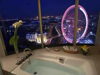 横浜ベイホテル東急 「ラグジュアリーオーシャンツイン」ビューバスから横浜ならではの眺めを堪能できる