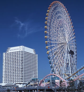 横浜ベイホテル東急 ホテル目の前に位置する大観覧車。リゾート気分を満喫しよう