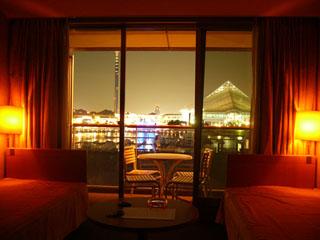 ホテルシーパラダイスイン 水族館側のお部屋からは、シーパラダイスの夜景や水族館の様子をご覧いただけます