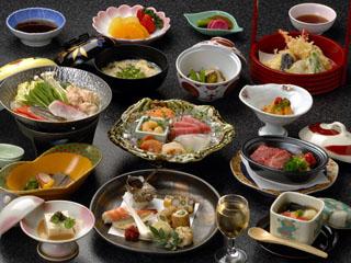 ホテル河鹿荘 山海の幸を吟選し季節感溢れるお料理を美しい器に盛り付けます