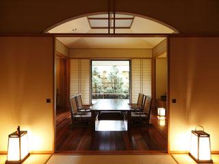 ホテル南風荘 温泉露天風呂付客室は、洗練された和モダンのあしらえ