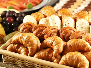 ホテル南風荘 「朝食バイキング」 あつあつの焼きたてパンが人気です