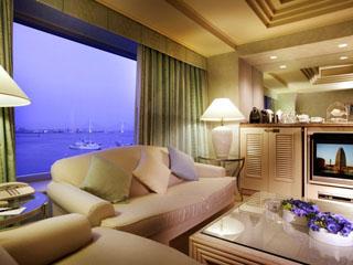 ヨコハマ グランド インターコンチネンタル ホテル 遮るもののない開放的な景色が広がる贅沢なスイートルーム
