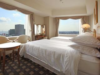 横浜ベイシェラトンホテル&タワーズ 眠りを追求したベッド。全室Wi-Fi完備。部屋の水は浄水です