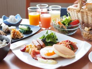 横浜桜木町ワシントンホテル 朝食の和様ブッフェ