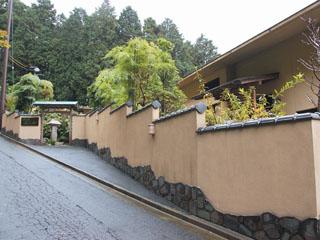 華の宿ふくや 高台に立ち杉並木ごしに芦ノ湖が眺められる宿です