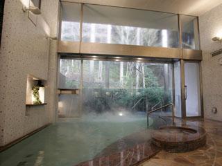 小田急 山のホテル 芦ノ湖温泉では、随一の自家源泉を持つ「大浴場」