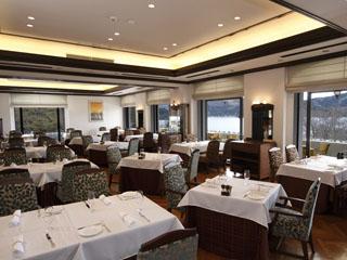 小田急 山のホテル メインダイニングのフランス料理レストラン「ヴェル・ボワ」