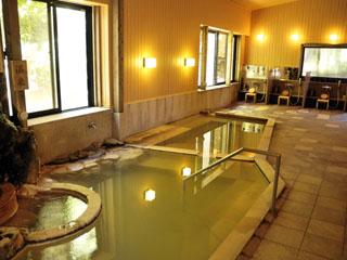 強羅花扇 早雲閣 箱根では希少な含土類重曹-石膏泉を、源泉掛流しで愉しめる大浴場