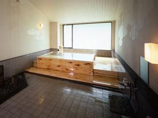 湯本富士屋ホテル 家族風呂「祥雲」。2~6名がご利用できるゆったり内風呂。ご家族でお楽しみ下さい