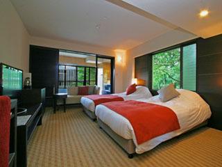 箱根エレカーサ ホテル&スパ スタイリッシュに統一された客室。鳥の声・清々しい空気が癒しを与える
