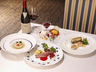 小田急 箱根ハイランドホテル 和の食材とフレンチの伝統技法を用いた「フレンチジャポネイメージ」
