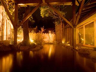 箱根強羅温泉季の湯雪月花 源泉かけ流しの大湯屋。無料で利用出来る3ヶ所の貸切風呂等、館内で湯めぐりを満喫