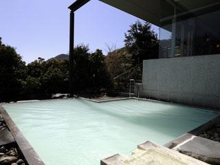 箱根湯の花プリンスホテル 箱根十七湯で最も星空に近いにごり湯の温泉露天風呂