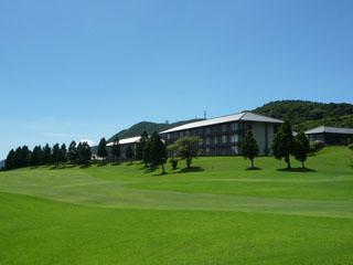 箱根湯の花プリンスホテル 客室より箱根湯の花ゴルフ場のグリーンのコースが広がる