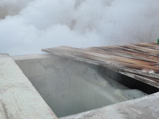 箱根湯の花プリンスホテル 箱根で最も空に近い温泉は、このホテルだけのにごり湯の自家源泉