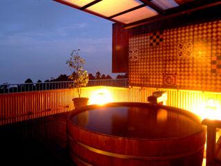 和の宿華ごころ 展望露天風呂一例 箱根外輪山の眺望。専用露天風呂と岩盤浴でリフレッシュ