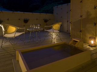 ホテル小柳 露天風呂付霧和モダン客室内の露天風呂