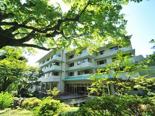 風雅の宿長生館 県内最大級の庭園大露天風呂と3棟の貸切露天風呂で日本有数のラジウム温泉をお楽しみいただけます。