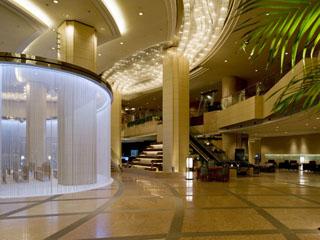 ANAクラウンプラザホテル金沢 開放感溢れるロビーでみなさまをお迎えいたします