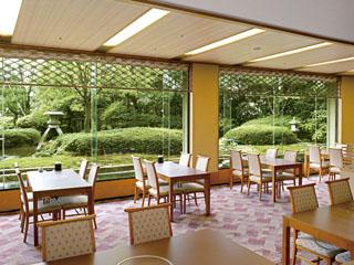 ANAクラウンプラザホテル金沢 窓から望む庭園は日本三名園「兼六園」を再現。旬の味覚をご堪能いただけます