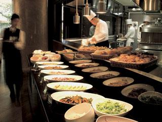 ANAクラウンプラザホテル金沢 地産地消にこだわった100種類の朝食ブッフェをお楽しみいただけます
