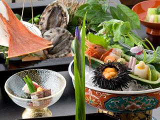 加賀屋 四季折々の新鮮な能登の幸を吟味したお料理と器の美しい調和