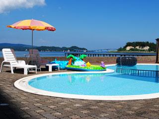 宿守屋寿苑 夏にはプールも楽しめる