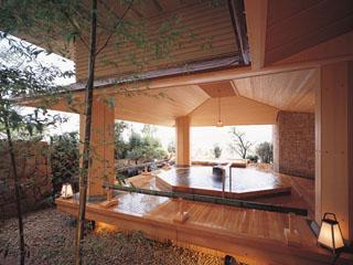 日本の宿のと楽 和を感じ、開放感あふれる桧風呂