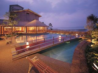 日本の宿のと楽 海が見えるラウンジでお寛ぎ下さい