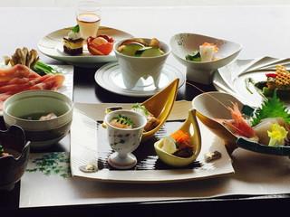 湖楽おんやど富士吟景 料理長自慢の和会席料理です