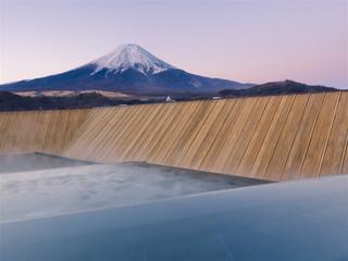 ホテル鐘山苑 細流亭最上階にある露天風呂「富士山」(男女入替制)