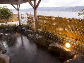 ラコ華乃井ホテル 露天風呂から眺める諏訪湖