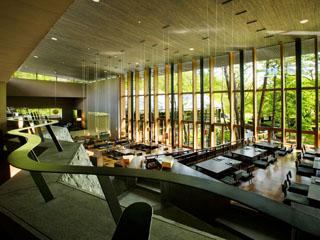 星のや軽井沢 メインダイニング「嘉助」。素材の真の旨みが引き出された日本料理を