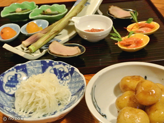 村のホテル住吉屋 料理は旬の食材や地元の食材を生かした会席料理が主体。