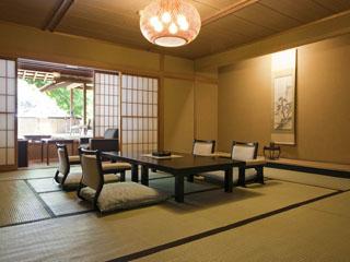 扉温泉 明神館 純和風のお部屋。旅館ならではのくつろいだひとときを