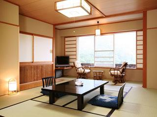 野沢グランドホテル 野沢温泉の景色が見渡せる開放感あふれる客室