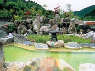 奥飛騨ガーデンホテル焼岳 光合成により、エメラルド色に変化する「うぐいすの湯」