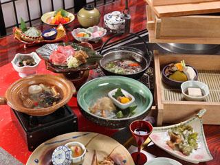 奥飛騨ガーデンホテル焼岳 炉端裏の食事処では泉せいろ蒸しを中心とした会席料理