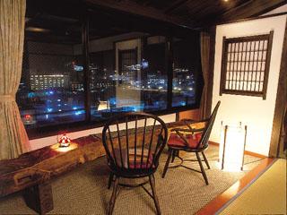 紗々羅 下呂温泉街の美しい夜景が一望できるアンティーク12.5畳+2畳着替え室+広縁