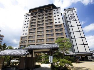 飛騨花里の湯 高山桜庵 高山駅から徒歩3分の好立地。13階建てのシティホテル