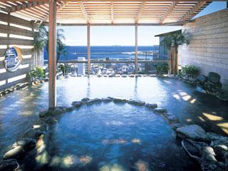 熱海ニューフジヤホテル 本館最上階の展望露天風呂。熱海の夜景を一望できます