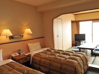 ホテルリゾーピア熱海 明るい日差しとオーシャンビューが魅力のお部屋