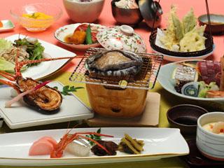 金目鯛・鮑・伊勢海老と伊豆の三大味覚が楽しめるご夕食(一例)