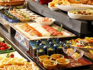 貸切風呂の宿 稲取赤尾ホテル 海諷廊 和洋バイキングでは板前の実演料理が大人気です