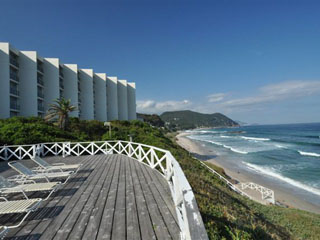 下田プリンスホテル 青い海と白い砂浜の素晴らしい景色が広がっています